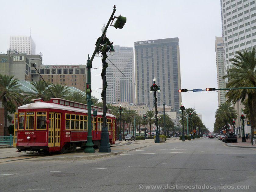 Tranvía pasando por Nueva Orleans