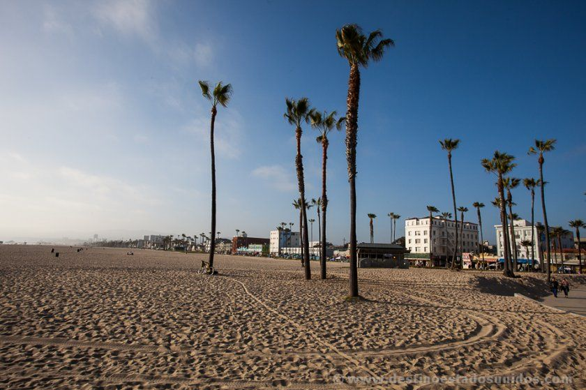 Venice Beach y al fondo Santa Monica