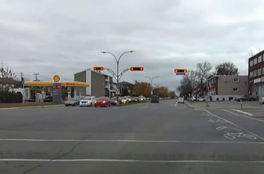 Semáforos al otro lado de la intersección