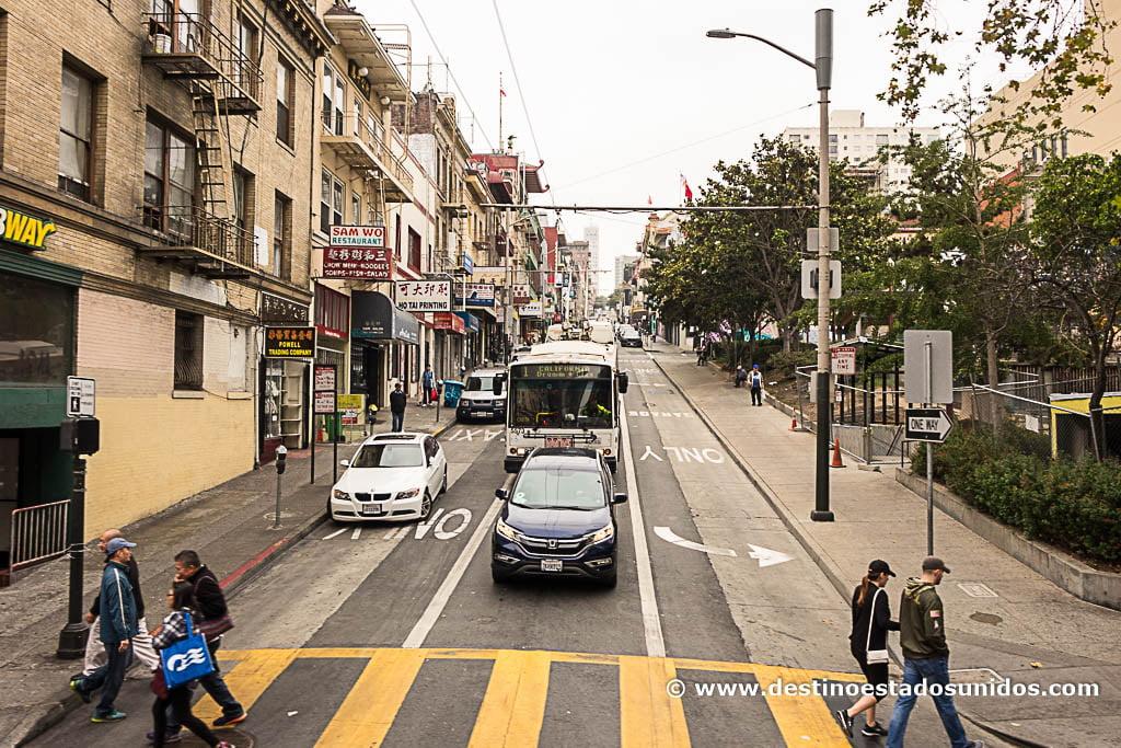 Yendo en el autobús turístico de San Francisco