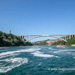 Puente que une Canadá y USA, desde el barco